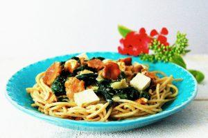 Pfifferlingspasta mit Spinat und Walnüssen