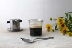 Vietnamesischer Kaffee mit süßer Kokosmilch